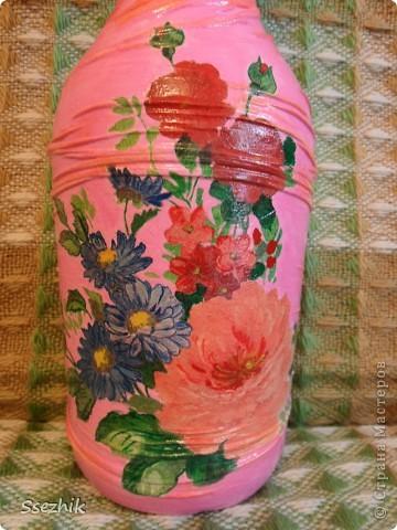 Стояла у меня бутылочка без дела..... И захотелось сделать мне из неё вазочку, а уж что получилось судить вам!  фото 2