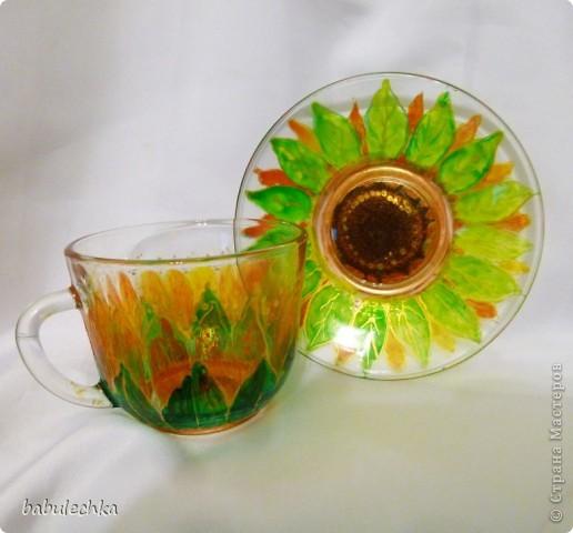 бокалы для чая: декупаж и затем для усиления цвета подсолнуха подкрасила витражными красками и в духовку. фото 3