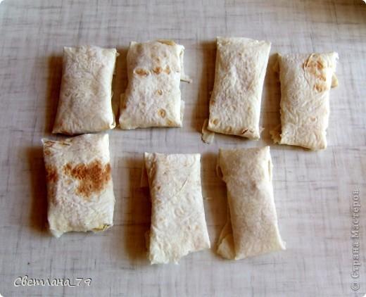 это очень простое и быстрое в исполнении блюдо которым можно себя немножко побаловать. для тех кто постится это идеальный вариант немножко потешить своё чрево)))  ингредиенты: лаваш, яблоко, сахар, раст. масло. фото 9
