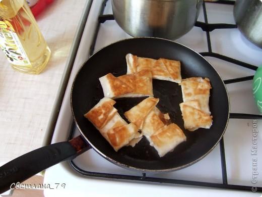 это очень простое и быстрое в исполнении блюдо которым можно себя немножко побаловать. для тех кто постится это идеальный вариант немножко потешить своё чрево)))  ингредиенты: лаваш, яблоко, сахар, раст. масло. фото 11