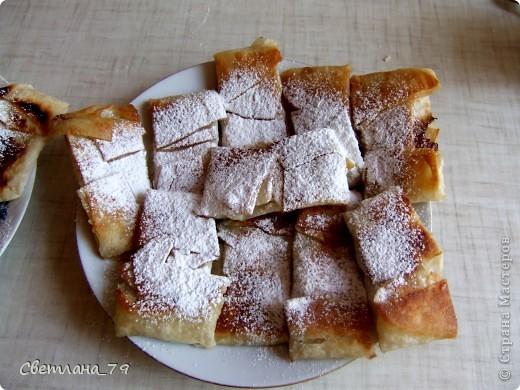 это очень простое и быстрое в исполнении блюдо которым можно себя немножко побаловать. для тех кто постится это идеальный вариант немножко потешить своё чрево)))  ингредиенты: лаваш, яблоко, сахар, раст. масло. фото 1