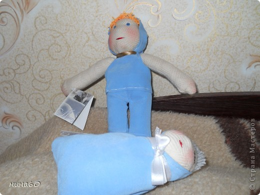 два братика...мать оставила сторожить малыша -сама пошла в молочную кухню... фото 1