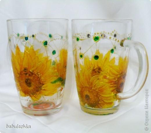 бокалы для чая: декупаж и затем для усиления цвета подсолнуха подкрасила витражными красками и в духовку. фото 1