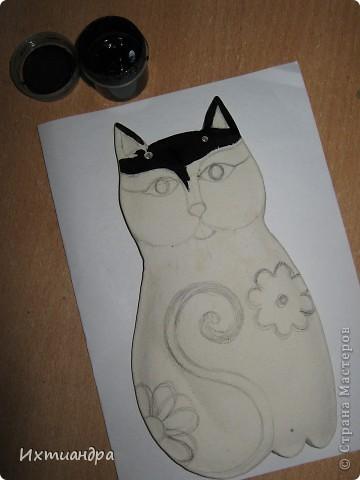 Кошка – удивительное животное, которое живёт рядом с человеком более пяти тысяч лет. С одной стороны – гордое и независимое, с другой – чуткое и отзывчивое на доброту существо. Наверно, поэтому кошка – один из самых распространённых образов в фольклоре, мифологии, литературе.  фото 6