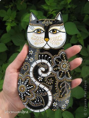 Кошка – удивительное животное, которое живёт рядом с человеком более пяти тысяч лет. С одной стороны – гордое и независимое, с другой – чуткое и отзывчивое на доброту существо. Наверно, поэтому кошка – один из самых распространённых образов в фольклоре, мифологии, литературе.  фото 8
