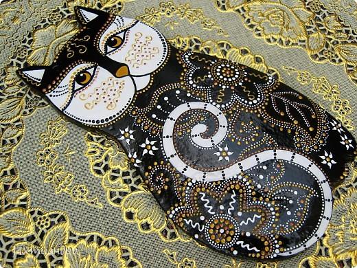 Кошка – удивительное животное, которое живёт рядом с человеком более пяти тысяч лет. С одной стороны – гордое и независимое, с другой – чуткое и отзывчивое на доброту существо. Наверно, поэтому кошка – один из самых распространённых образов в фольклоре, мифологии, литературе.  фото 9