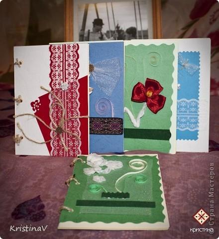 Это открытка для наших друзей. Недавно они отпраздновали свою первую годовщину свадьбы! Бумага для скрапбукинга, атласная ленточка, кружево по низу :) Внутри кусочек ситца! фото 2