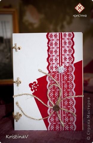 Это открытка для наших друзей. Недавно они отпраздновали свою первую годовщину свадьбы! Бумага для скрапбукинга, атласная ленточка, кружево по низу :) Внутри кусочек ситца! фото 3