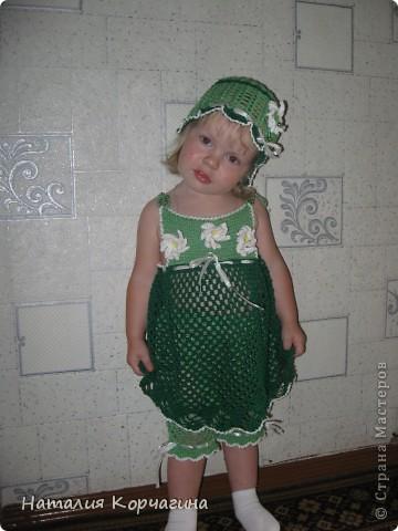 """Наконец-то связала летний комплектик из """"Ириса"""" для дочки..Ушло около 10 моточков ниток-4 светло-зелёных, 5 темно-зелёных, половина белого и чуть-чуть желтого, для серединок цветов фото 1"""