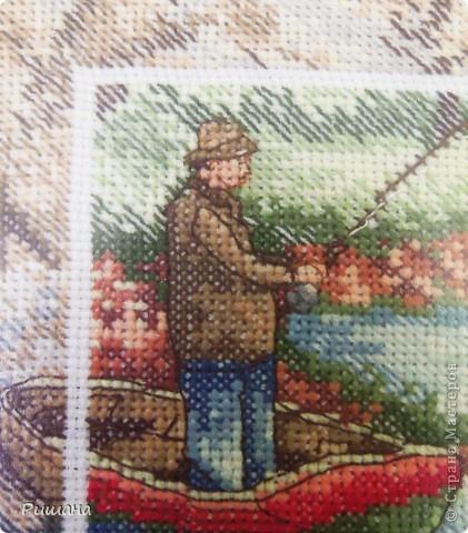 Вот такую работу вышила в подарок своему брату. Он у меня рыбак еще тот. Вышивала ОЧЕНЬ долго. Схема оказалась сложной. Но результат меня порадовал. Приятного просмотра. фото 4