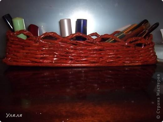 Узкая корзиночка для косметической мелочевки, а то вечно все раскатывается по столику. фото 1