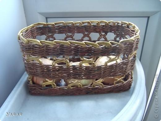 Узкая корзиночка для косметической мелочевки, а то вечно все раскатывается по столику. фото 3