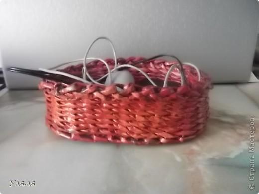 Узкая корзиночка для косметической мелочевки, а то вечно все раскатывается по столику. фото 2