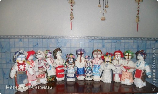 Макеты костюмов разных регионов Украины. Эти макеты выполнили ученицы 9-А класса  средней общеобразовательной школы № 10 г.Марганца на уроках трудового обучения. фото 1