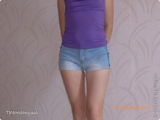 Девченки, увидела какие вещи вы тут шьете да перешиваете и мне захотелось...думаю чего я сижу....достала свои любимые джинсы, а они на мне перестали застегиваться...напрягла фантазию и вот что получилось из того что так давно лежало в шкафу без дела....)))) фото 2