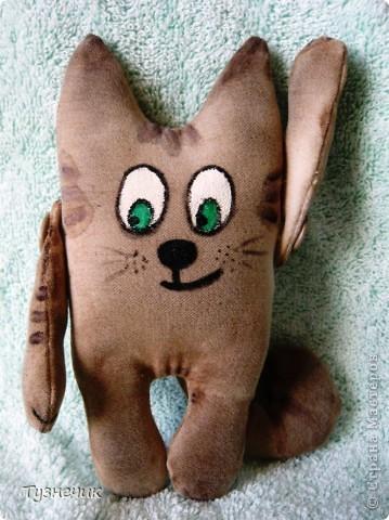 """Что-то в последнее время я без ума от чердачных игрушек....вот и пошился у меня такой котик...он у меня первый, пробный так сказать....поэтому строго не судите..он простенький совсем...и может, не совсем """"чердачный""""..... фото 3"""