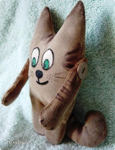 """Что-то в последнее время я без ума от чердачных игрушек....вот и пошился у меня такой котик...он у меня первый, пробный так сказать....поэтому строго не судите..он простенький совсем...и может, не совсем """"чердачный""""..... фото 4"""