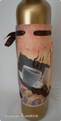 Привет всем, забежавшим в гости! Сделала очередную бутылочку, именную, с фотографией именинницы. Заказ был определенный: кофе, золото, шляпа. фото 5