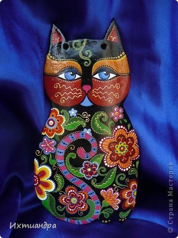 Кошка – удивительное животное, которое живёт рядом с человеком более пяти тысяч лет. С одной стороны – гордое и независимое, с другой – чуткое и отзывчивое на доброту существо. Наверно, поэтому кошка – один из самых распространённых образов в фольклоре, мифологии, литературе.  фото 2