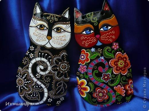 Кошка – удивительное животное, которое живёт рядом с человеком более пяти тысяч лет. С одной стороны – гордое и независимое, с другой – чуткое и отзывчивое на доброту существо. Наверно, поэтому кошка – один из самых распространённых образов в фольклоре, мифологии, литературе.  фото 4