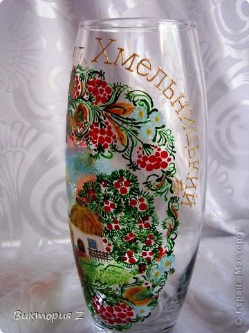 Вот такую вазу я сделала в стиле петриковской росписи витражными красками. Рисунок взят с интернета. Это был, своего рода, эксперимент, так как роспись была сделана сначала красками, а уже потом некоторые елементы контуром.  фото 3