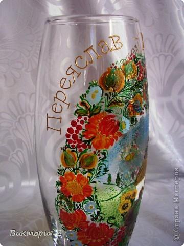 Вот такую вазу я сделала в стиле петриковской росписи витражными красками. Рисунок взят с интернета. Это был, своего рода, эксперимент, так как роспись была сделана сначала красками, а уже потом некоторые елементы контуром.  фото 2