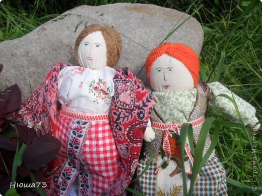 Я на работе, а сын уже в деревни с бабушкой. очень скучаем друг без дружки. Вот я ему и сшила куклу, получилась похожей на меня, платок у нее из моего старого сарафана... фото 3