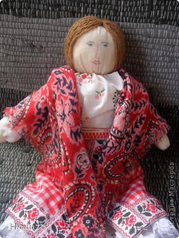 Я на работе, а сын уже в деревни с бабушкой. очень скучаем друг без дружки. Вот я ему и сшила куклу, получилась похожей на меня, платок у нее из моего старого сарафана... фото 1