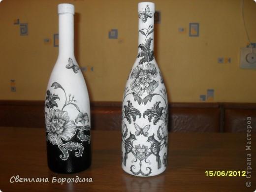 Вот из одной салфеточки получились две бутылочки, для определенного интерьера. Еще не покрыты лаком. фото 1