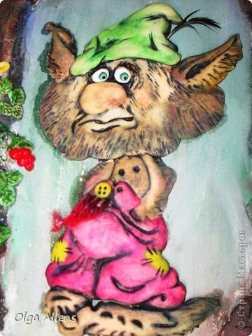 """Гном, или леприкон, или ещё какой неведомый подземный житель с громким именем Бэрбоун.   Выполнен из теста. Высушен в  духовке,  чтобы поскорее его раскрасить, так сильно руки """"чесались""""))  фото 2"""