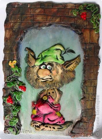 """Гном, или леприкон, или ещё какой неведомый подземный житель с громким именем Бэрбоун.   Выполнен из теста. Высушен в  духовке,  чтобы поскорее его раскрасить, так сильно руки """"чесались""""))  фото 1"""