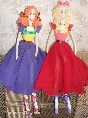 по выкройке Dotty dansers сшила вот таких танцовщиц...Смешные кукляшки получились... фото 4