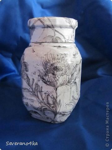 Здесь я тоже решила попробывать клей ПВА,салфетки очень понравились,как тонкой кистью, нарисованы птицы и цветы.Потом при фотографированиия поняла свои недостатки. фото 1