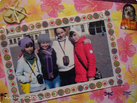 """первая страница альбома """"Поездка в Санкт-Петербург"""", в поезде , на странице представлены фотография украшенная сердечками из картона ,бантик из ленты, и билетик в поезде. фото 2"""