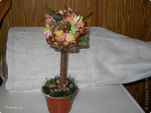 мое ассорти-холодный форфор,готовые листья и мои собственно ручные цветы из веток(на точилке крутила веточки и получались природные цветочки) фото 3