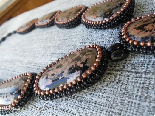 За последние месяцы сделала несколько крупных украшений из чешского бисера в технике оплетения крестиком. Они, конечно, не из легких, но шея выдерживает). И, вообще, как я знаю, крупные украшения сейчас в тренде. фото 18