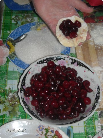 Угощаю всех украинскими варениками с вишней! Готовятся очень быстро и легко! А какие вкусные! фото 25