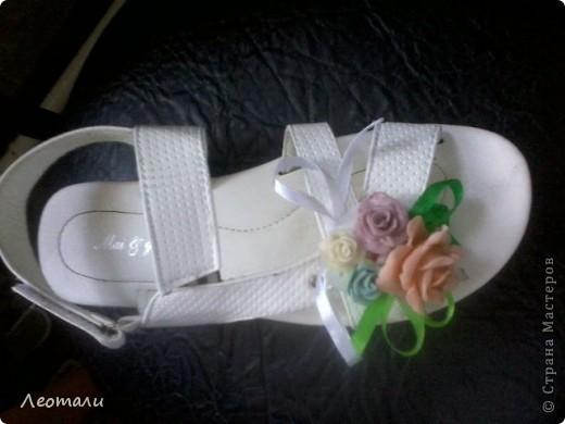 Вот такая брошь привязывается к сандалям ленточкой.Нарядно?  фото 1
