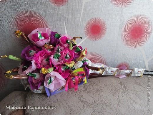 Сладкий подарочек для подружки)))На ракетке(как додумалась не знаю даже)