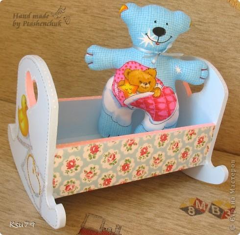 вот такая кроватка получилась из деревянной кроватки))) делала специально для выставок как декорацию фото 1