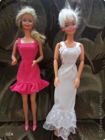Насмотрелась на работы наших мастериц по обновлению гардероба для кукол. Купила несколько куколок ребенку и решила их приодеть. На сайте http://babyroom.narod.ru/barby.html нашла выкройки, подошли идеально. фото 1