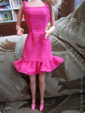 Насмотрелась на работы наших мастериц по обновлению гардероба для кукол. Купила несколько куколок ребенку и решила их приодеть. На сайте http://babyroom.narod.ru/barby.html нашла выкройки, подошли идеально. фото 2