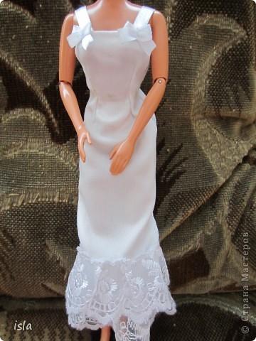 Насмотрелась на работы наших мастериц по обновлению гардероба для кукол. Купила несколько куколок ребенку и решила их приодеть. На сайте http://babyroom.narod.ru/barby.html нашла выкройки, подошли идеально. фото 4