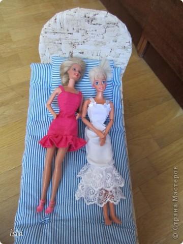 Насмотрелась на работы наших мастериц по обновлению гардероба для кукол. Купила несколько куколок ребенку и решила их приодеть. На сайте http://babyroom.narod.ru/barby.html нашла выкройки, подошли идеально. фото 6