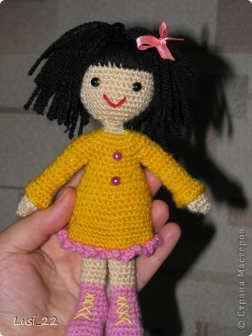 Связалась такая девочка. За основу взяла описание снегурочки http://www.liveinternet.ru/users/tenderrainy/post184437155/. По описанию связала голову, дальше вязала по своему видению образа куколки. Мия ростом 20 см.  фото 2