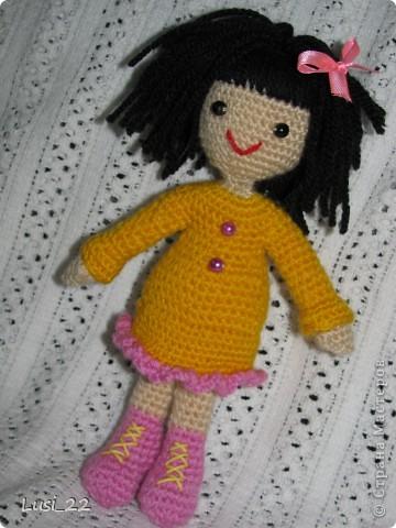 Связалась такая девочка. За основу взяла описание снегурочки http://www.liveinternet.ru/users/tenderrainy/post184437155/. По описанию связала голову, дальше вязала по своему видению образа куколки. Мия ростом 20 см.  фото 1