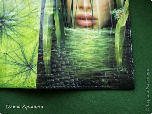 """Кожаная обложка на паспорт """"Манящая в омут"""", декорированная в технике декупаж, подрисовка акриловыми красками, покрыта стекловидным лаком.  фото 2"""