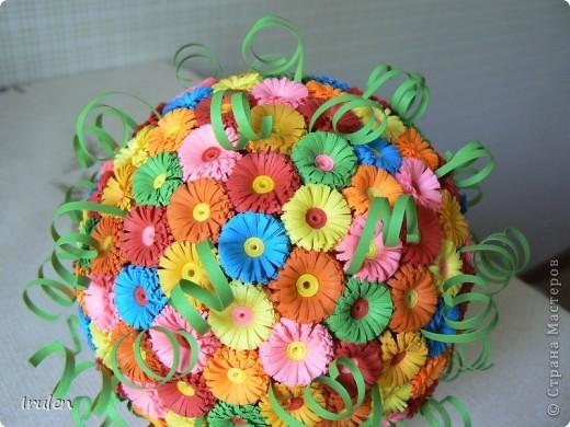 Решила сделать шар из мелких цветочков :). Полоски шириной 1см. Ушло 210 цветочков. фото 2