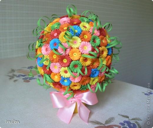Решила сделать шар из мелких цветочков :). Полоски шириной 1см. Ушло 210 цветочков. фото 1
