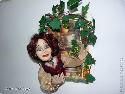 """Эту работу я назвала """" Девушка и виноград"""". Это барельефная кукла, ее я приготовила для выставки в Хайфе фото 2"""